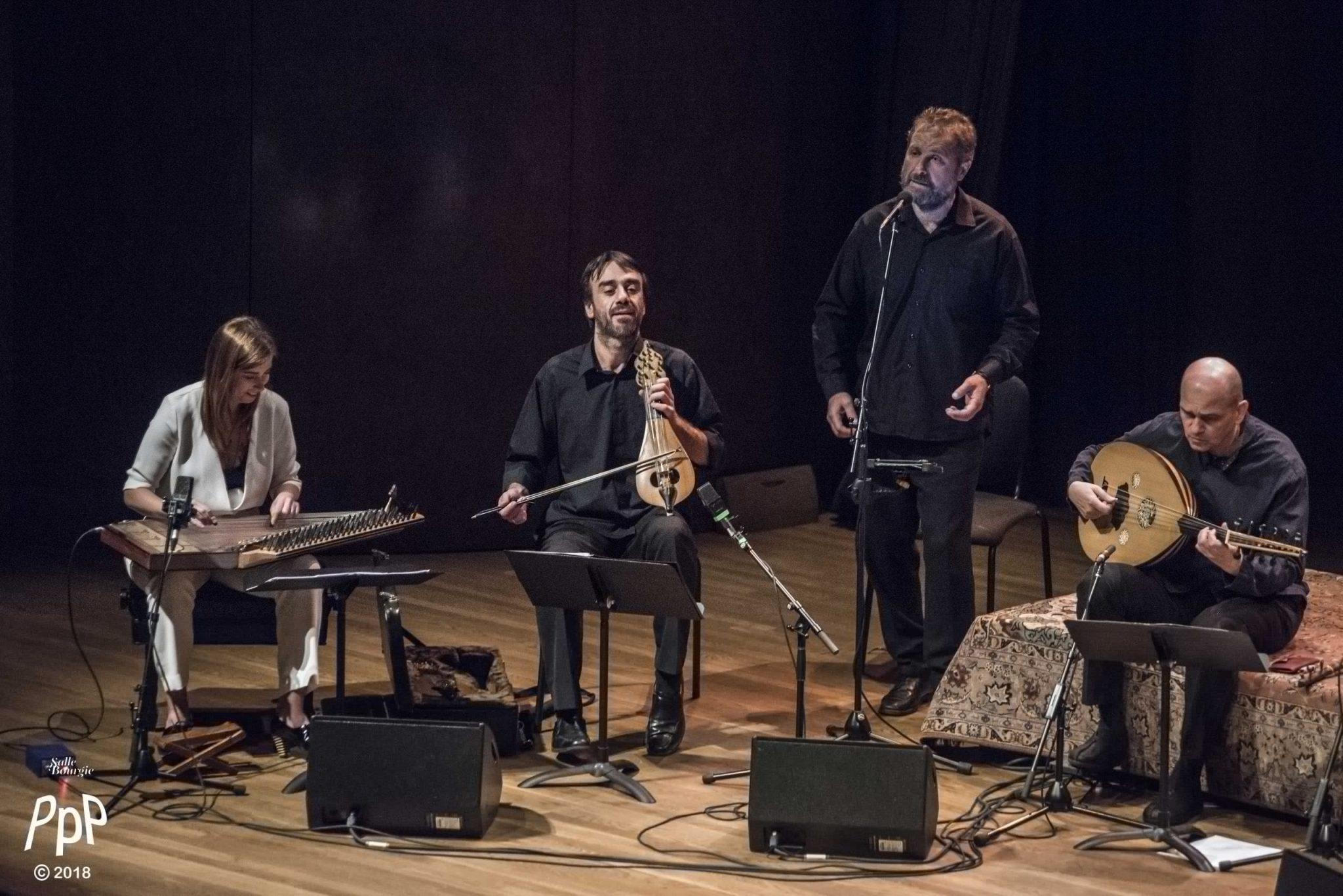 Didem Basar and En Chordais on stage